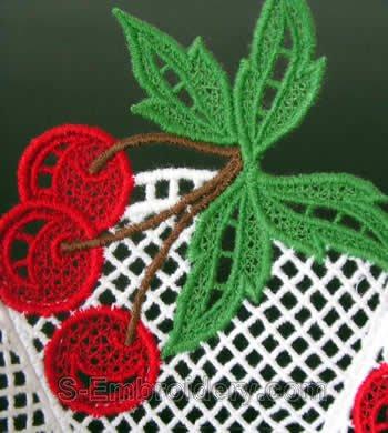 Freestanding lace bowl detail