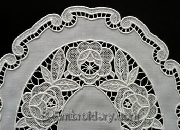 Freestanding Lace Placemat close-up image