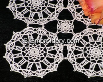 Freestanding Lace Table runner close-up image
