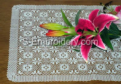 Freestanding Lace Crochet Table Runner close-up image