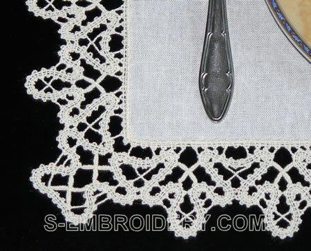 Battenberg lace place mat - detailed image