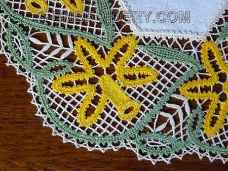 Daffodil Battenberg Lace Doily - close-up image