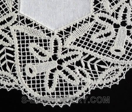 Daffodil Battenberg Lace Doily machine embroidery design - close-up image