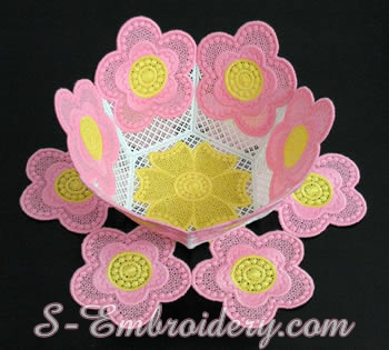 10209 Free standing lace bowl and doily set