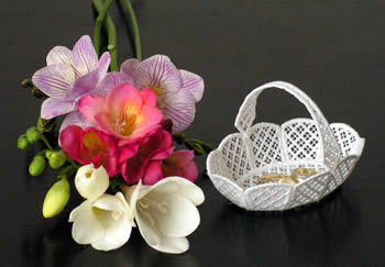 10224 Freestanding lace wedding basket No1
