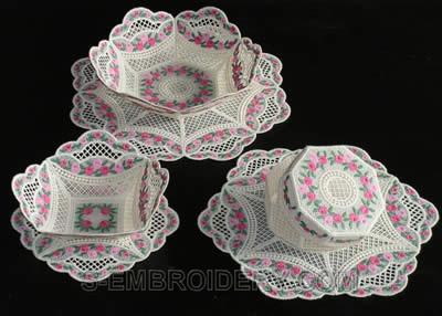 10245 Mini rose free standing lace bowl set