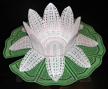10264 Free standing lace water lilly bowl