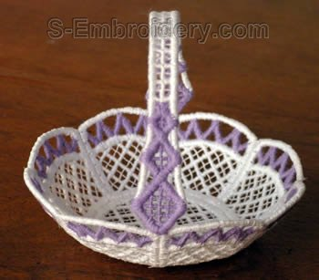 10266 Free standing lace mini basket No18