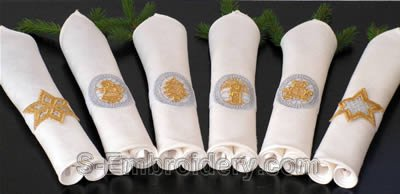 10293 Christmas free standing lace napkin rings