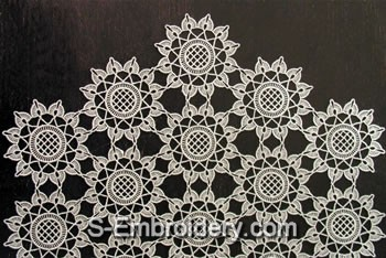 10340 Free standing lace floral table runner