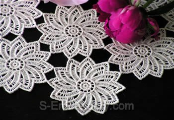10361 Free standing lace doily