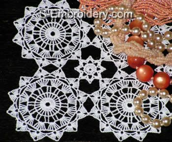 10378 Free standing lace crochet doily No4