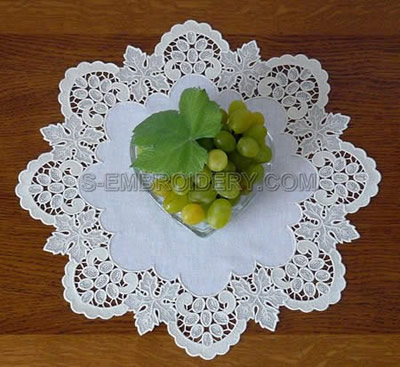 10481 Free standing lace grapes border design