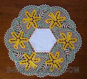 10506 Daffodil Battenberg lace doily set