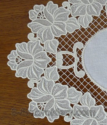10545 Free standing lace floral ellipse doily