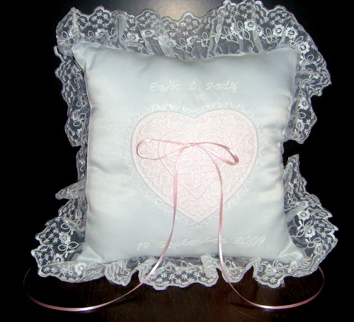 Ring bearer pillow with freestanding lace decoration