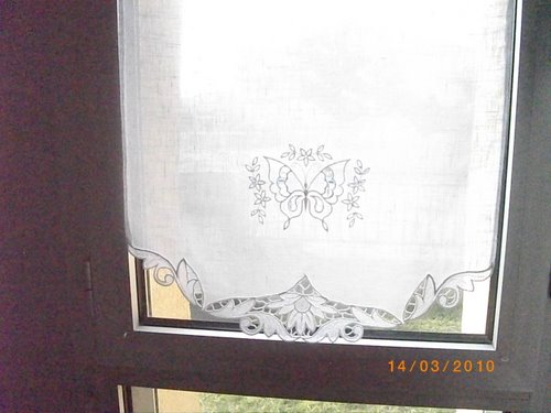 Curtain with cutwork lace embroidery