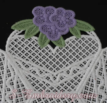 Freestanding lace bowl detail