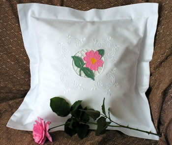 Freestanding lace embroidery decorated pillow case