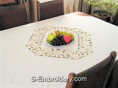 Table cloth with Freestanding Lace Rose Decoration