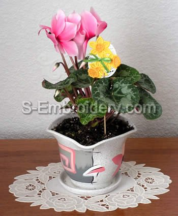 Freestanding Lace Easter flower pot decoration