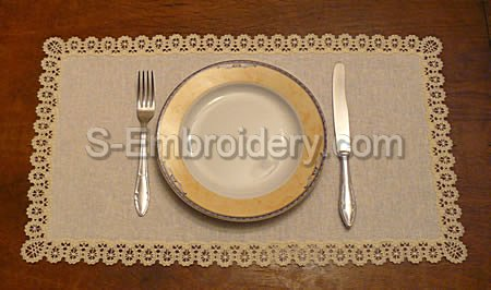Placemat with Battenberg lace embroidery border