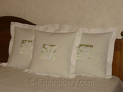 Pillows with freestanding lace decorations