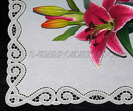 Freestanding lace and fabric table runner