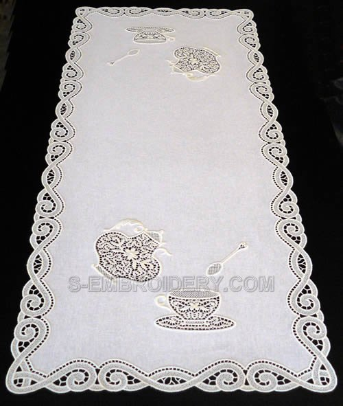 Freestanding lace teatime table runner