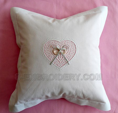 Ring bearer pillow with Freestanding lace heart decoration