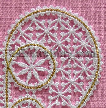Battenberg lace heart machine embroidery design - detail view