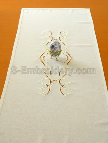 Table runner with tulip cutwork lace embroidery