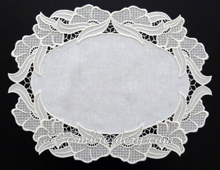 Free standing lace ellipse doily