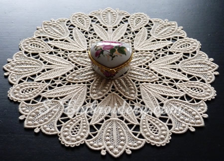 Tulips free standing lace doily