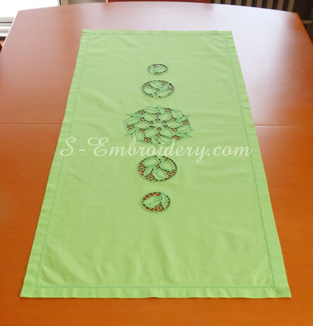 Table runner with cutwork lace embroidery decorations