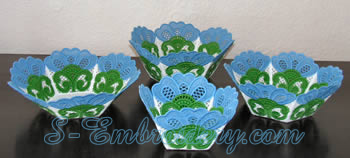 10204 Free standing lace bowl and doily set