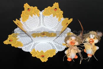 10216 Easter chick free standing lace bowl and doily