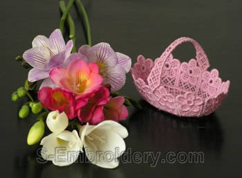 10228 Free standing lace wedding basket No5
