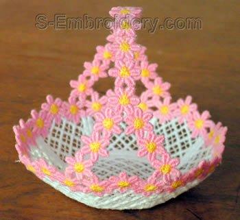 10265 Free standing lace mini basket No17