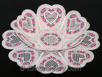 10325 Free standing lace Valentine bowl set