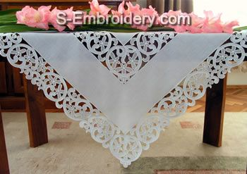 10381 Free standing table lace set No5