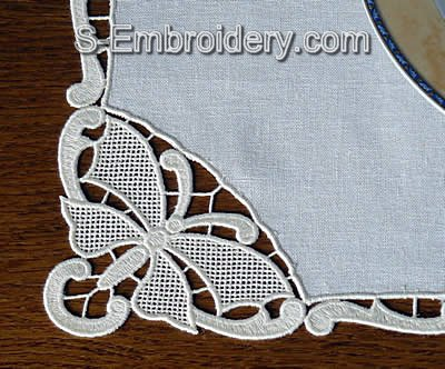 10466 Butterfly free standing lace place mat