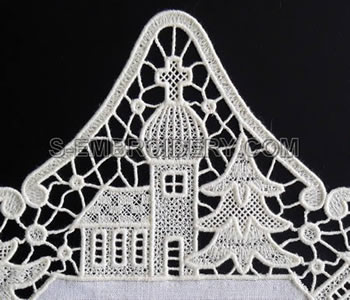 10484 Christmas free standing lace doily
