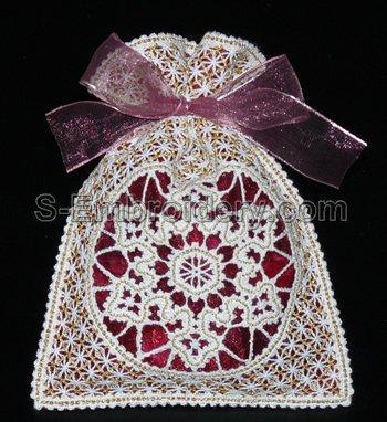 10529 Battenberg lace Christmas gift bag