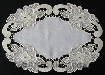 10576 Free standing lace floral doily