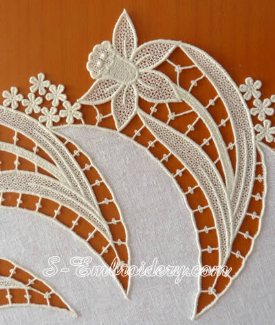 10604 Daffodil free standing lace doily machine embroidery