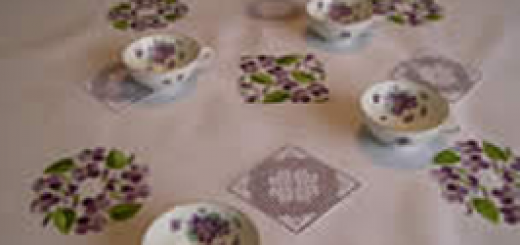 Table cloth with violets
