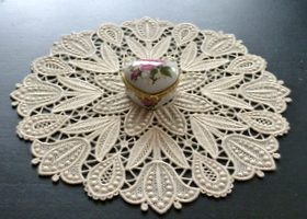 Tulips freestanding lace doily